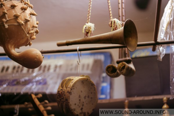 When you come into the music stall selling in the market, the seller may submit any musical instrument