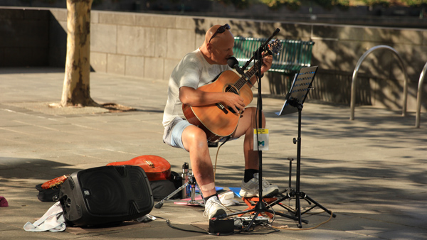 Another busker Melbourne. Can sing in two voices